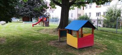 Dětské hřiště u bývalé MŠ na ul. V. Huga 20